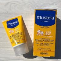 Для детей атопиков солнцезащитный крем Mustela