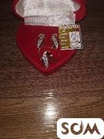 Продаю золотой комплект кольцо и серьги