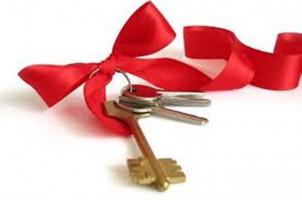 Продаю дом 4 к, 63 м2,участок 8.5 сотых, ул. Серафимовича 33, б/п