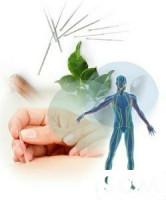 Опытный врач с большим стажем проводит лечение с использованием....