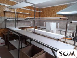 Продаю столы, стеллажи, кровать, кухонный стол